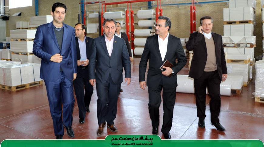 بازدید مدیران و معاونان بانک صادرات استان یزد از شرکت پیشگامان صنعت سبز