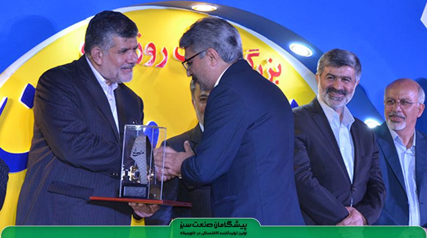 تولید کاغذ سنگی پیشگامان صنعت سبز، به عنوان طرح برتر صنعتی استان یزد انتخاب شد